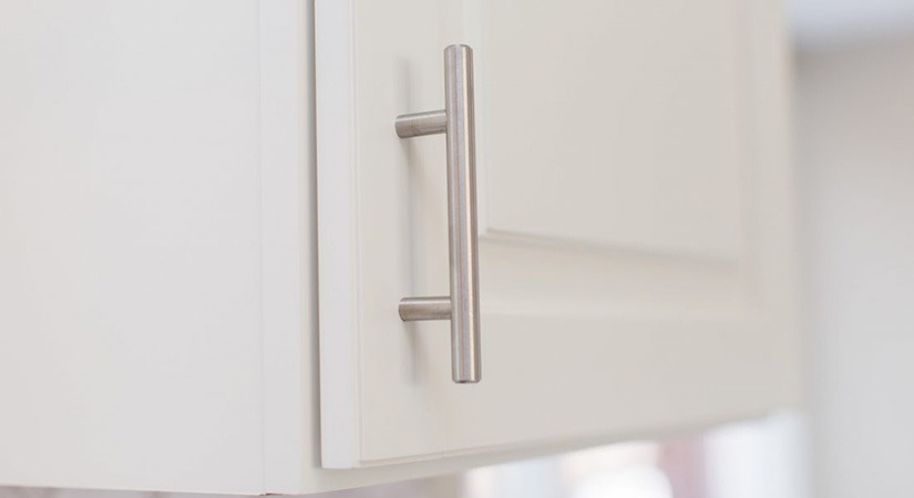 Omax Bar Pull Door Handle